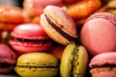 Top 10 Classic French Desserts And Where To Find Them Desserts Français, Healthy Desserts, Delicious Desserts, Yummy Food, Macarons, La Bouillabaisse, Jam Donut, Classic French Desserts, Brulee Recipe