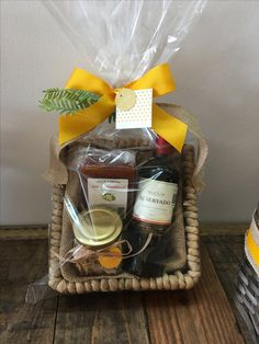 Christmas Baskets, Christmas Gifts, Luxury Hampers, Spa Basket, Chocolate Pack, Chocolate Flowers, Wine Baskets, Gift Hampers, Corporate Gifts