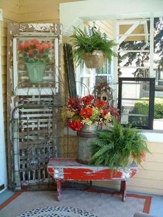 Front porch decorating ideas do not have to be complicated. It is possible to actually grow and design modest porches more than you realize using a trellis. Farmhouse porches are intended for comfort. Country Porches, Farmhouse Front Porches, Rustic Farmhouse, Farmhouse Style, Country Homes, Cottage Style, Small Front Porches, Southern Porches, Front Deck