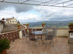 in Todi, appartment with gorgeous terrace with views over the roofs and landscape of Umbria