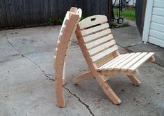 Use Pallet Wood Projects to Create Unique Home Decor Items Wood Patio Chairs, Outdoor Folding Chairs, Garden Chairs, Folding Couch, Folding Picnic Table Plans, Fire Pit Chairs, Folding Stool, Plans Chaise Adirondack, Chaise Diy