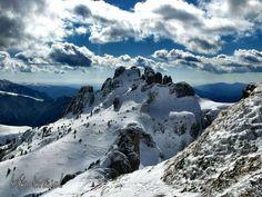 """Munții Ciucaș """"Atunci când zăpada se aşterne peste pământ, îmi pot închipui că păşesc peste nori.""""   #dotmedia #munte #muntiiromaniei #zapada #peisaj Nori, Romania, Mount Everest, Mountains, Country, Travel, Viajes, Rural Area, Destinations"""