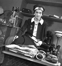 Up Close & Personal with Coco Chanel in her Apartment at the Ritz Coco Chanel Pictures, Ritz Paris, Mademoiselle Coco, Chanel Brand, Fashion Background, French Fashion Designers, Only Fashion, Black And White Pictures, Fashion History