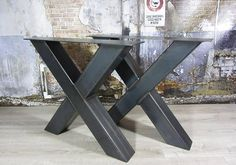x base iron Metal Dining Table, Steel Table, Dining Table In Kitchen, Steel Furniture, Custom Furniture, Cool Furniture, Diy Esstisch, Industrial Design Furniture, Live Edge Table