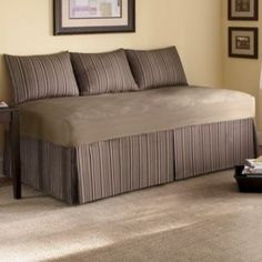 How To Make Daybed Look Like A Sofa Love The Box Pleated Dust Ruffle