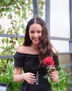 คิดถึงนางฟ้า 😊💗 #urassayas #nadechyaya #mim_sotaya Thai Princess, Beautiful People, Beautiful Women, Future Photos, Character Modeling, Selfie, Korean Music, These Girls, My Idol
