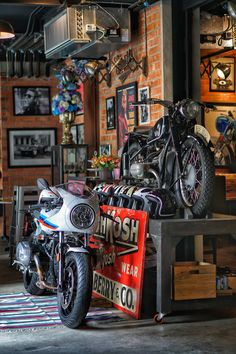 Garage Loft, Garage Shop, Garage Workshop, Dream Garage, Motorcycle Workshop, Motorcycle Shop, Motorcycle Garage, Deco Depot, One Cafe