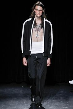 See the complete Linder Spring 2017 Menswear collection.