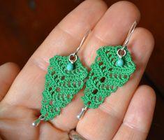 Artículos similares a Vintage inspired handmade crocheted lace dangle earrings in green with charms, long en Etsy Crochet Jewelry Patterns, Crochet Earrings Pattern, Crochet Bracelet, Crochet Accessories, Crochet Cross, Thread Crochet, Crochet Lace, Tatting Earrings, Diy Earrings