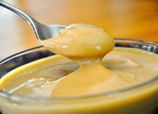 Карамельный крем для тортамолоко – 250 мл; масло сливочное – 150 г; мука – 2 ст. ложки; сахар – 100 г; ванильный сахар – 15 г; вода – 50 мл. Источник: http://womanadvice.ru/karamelnyy-krem-dlya-torta
