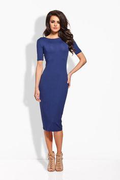 Granatowa sukienka o dopasowanym fasonie