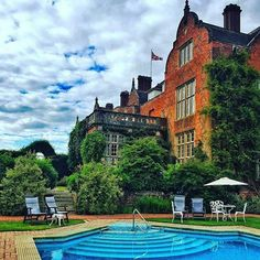 What Bank Holidays are made for... Weekend away with my boys 👪 #tylneyhall #hampshire #winebythepool