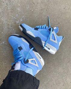 Teen Girl Shoes, Jordan Shoes Girls, Air Jordan Shoes, Sneakers Mode, Retro Sneakers, Sneakers Fashion, Sneaker Outfits, Air Jordan Iv, Michael Jordan