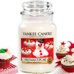 Christmas Cupcake Scent By Yankee Candle. Indulge your senses. Expertly blended using natural extracts, Yankee Candles honour the use of exclusive fragrance oils to create highly realistic flavours for your home. Yankee Candle Christmas, Christmas Cupcakes, Christmas Candles, Christmas Scents, Christmas Stuff, White Christmas, Christmas Time, Merry Christmas, Glade Candles