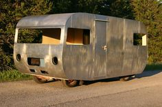 Bild Camper Remodeling, Bike Trailer, Camper Caravan, Vintage Rv, Teardrop Trailer, Remodeled Campers, Camper Ideas, Motorhome, Cars And Motorcycles