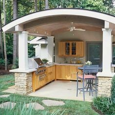Outdoor Kitchen is the easiest way to complete your backyard to entertain and feed your loved ones and pals. Beneath you can find on out of doors kitchen ideas in addition to some tips that can make your patio stylish and enticing, take pleasure in! Outdoor Rooms, Outdoor Living, Outdoor Decor, Covered Outdoor Kitchens, Bbq Island, Outdoor Kitchen Design, Backyard Kitchen, Backyard Patio, Summer Kitchen