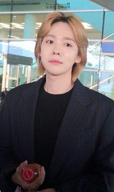 Kim Jinwoo 💙 181104 ICN arrival from SIN Winner Kpop, Winner Jinwoo, Kang Seung Yoon, Kim Jin, Lil Baby, Cute Gay, Airport Style, Yg Entertainment, Handsome Boys