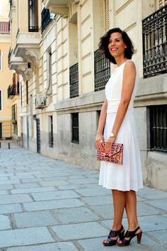 Perfect outfit for a summer cocktail. Backless midi white dress, pink clutch and brown sandals