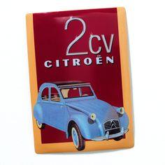 Sympa cette plaque en métal au décor rétro représentant la célèbre Citroën 2CV.
