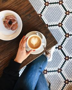 Coffee Is Life, I Love Coffee, Coffee Break, My Coffee, Morning Coffee, Coffee Cafe, Coffee Shop, Almond Milk Latte, Aesthetic Coffee