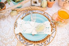 Free People inspired wedding inspiration | Styling and design by Collette Budd of Brier Rose Design | Photo by Daniel Cruz | Read more -  http://www.100layercake.com/blog/?p=74399