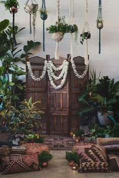 DIY: Style Your Wedding with Living Plants - Floor Plants - Ideas of Floor Plants - Tropical Moroccan Wedding Ceremony Inspiration l Floor Pillow Seating l Ceremony Greenery Macrame Hanging Planter, Hanging Plants, Hanging Flowers, Hanging Gardens, Flower Garlands, Wedding Ceremony Backdrop, Ceremony Decorations, Wedding Poses, Wedding Reception