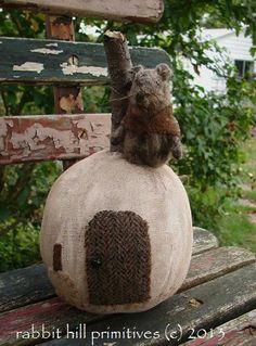 Little White Pumpkin Mouse Cottage 346 ~ rabbit hill primitives (c)