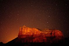 Is Sedona, Arizona on your stargazing bucket list? Here's everything to know about stargazing in Sedona: when to visit, where to go, and more. Guilin, Nature Pictures, Travel Pictures, Starry Night Picture, Formations Rocheuses, Nature Photography, Travel Photography, Meditation, Image Nature