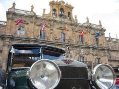Hispano Suiza T49 Limusina por J. Forcada - En la Plaza Mayor de Salamanca       MANUEL GONZALEZ