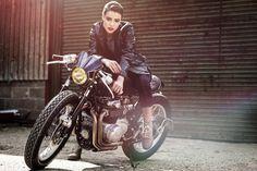 «old school garage Lady Biker, Biker Girl, Performance Marketing, Cb550, Cafe Racer Girl, Hot Bikes, Honda Cb, Biker Chick, Super Bikes
