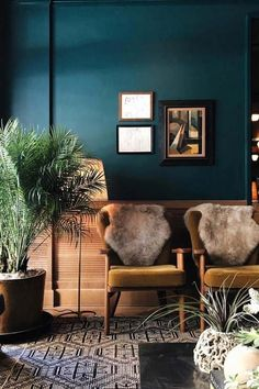 Home Decor Plants deep-sea teal walls with black & white graphic rug.Home Decor Plants deep-sea teal walls with black & white graphic rug Teal Rooms, Teal Living Rooms, Teal Walls, My Living Room, Home And Living, Living Room Decor, Dark Walls, Dark Teal Bedroom, Dining Room