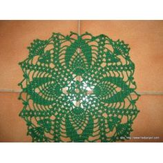 Napperon Crochet Fait Main - Vert - Diamètre 21 - 2.00 Euros