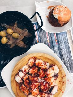 Looking for some tasty tapas in Barcelona? Here is a long list of all the best tapas bars, with local classics, seafood tapas and much more! Barcelona Update, Barcelona Food, Best Seafood Restaurant, Tapas Restaurant, Restaurant Design, Tapas Menu, Tapas Bar, Best Tapas, Best Seafood Recipes