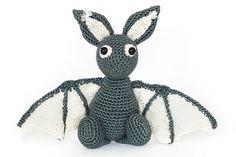 Eine zauberhafte Fledermaus als perfekte Halloweendeko oder Geschenk für ein von dir geliebtes Kind.