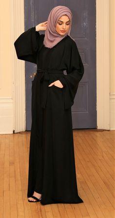 Plain Black Pocket Abaya - Ready To Dispatch – Aaliya Collections Source by dresses muslim Muslim Women Fashion, Islamic Fashion, Abaya Designs Dubai, Burqa Designs, Angrakha Style, Black Abaya, Black Hijab, Niqab Fashion, Fashion Dresses