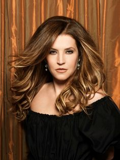 {*Elvis,s One & Only child daughter Lisa Marie*} Lisa Marie Presley, Elvis And Priscilla, Priscilla Presley, Elvis Presley Family, Elvis Presley Photos, Gorgeous Men, Beautiful People, Divas, Are You Lonesome Tonight