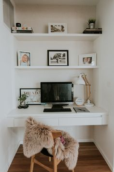 Home office inspiration. Love how this small space has been transformed into a f… Home office inspiration. Love how this small space has been transformed into a functional and stylish workspace Apartment Office, Office Nook, Home Office Space, Home Office Desks, Closet Office, Small Office, Ikea Closet, Closet Nook, Desk Nook