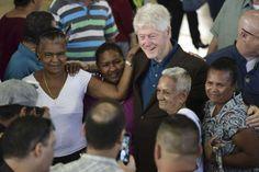 Bill Clinton visita a damnificados de huracán en Puerto Rico