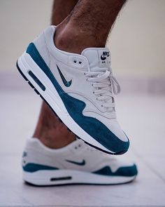 Nike Airmax 1 x Jewel Atomic Teal I wish I copped a pair of these jewels The- Tennis Fashion, Mens Fashion Shoes, Nike Fashion, Sneakers Fashion, Fashion Clothes, Fashion Fashion, Winter Fashion, Fashion Dresses, Tenis Nike Air