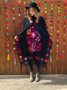 Mexican Fashion, Mexican Outfit, Mexican Dresses, Poncho Mexican, Mexican Traditional Clothing, Traditional Outfits, Poncho Dress, Poncho Tops, Crochet Poncho Patterns