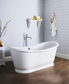 Everything feels good about the Hudson Reed Alice Free Standing Bath. Combining modern technology with a classic design creates a bath that is relaxing, indulgent and stylish too. Cheap Bathroom Suites, Cheap Bathrooms, Shower Suites, Double Ended Bath, Funny Home Decor, Toilet Sink, Roll Top Bath, Hudson Reed, Complete Bathrooms