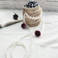 #handbag #accessories #pearl #rattan #summer #summery Fashion Line, Fashion Bags, Style Fashion, Bucket Handbags, Accessories Shop, Handbag Accessories, Types Of Bag, Shoulder Handbags, Shoulder Bags