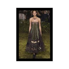 #CoutureShow #Spring #ADiscussion We live in a time when couture no longer have to about explicit dramatic gowns elaborate fanfare or thematic redudancy. Yes the craftmanship is there and the luxury and exclusivity permeated in every steps but most often today it's about the energy and the relevancy of the clothes. Couture is there to inspire us to dream in drip of inspiration and also to reflect on what today's reality lacks. For Maria Grazia Chiuri at Dior it's about blazing a new trail on…