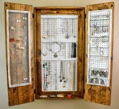 DIY Rustikal Pegboard Schmuck Organizer – Famous Last Words Jewelry Armoire, Jewelry Box, Diy Jewelry, Jewelry Hanger, Spoon Jewelry, Jewelry Case, Jewelry Bracelets, Jewelry Watches, Handmade Jewelry