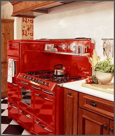 Stunning Red Kitchen Design and Decorating Ideas. Beautiful pictures of modular red color kitchen.