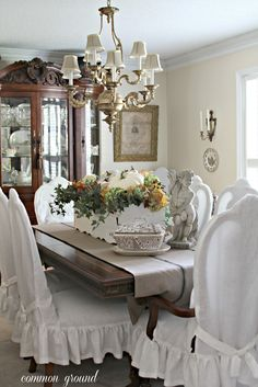 Common Ground: Window Box Centerpiece for Fall. Or could make a smaller rectangular box from old wood. Knock Off Decor, Shabby Chic, Shabby Vintage, Savvy Southern Style, Southern Charm, Diy Home Decor, Room Decor, Dining Room Table, Dining Decor