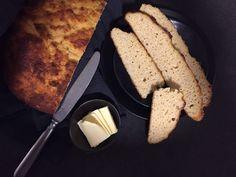 Low carb Brot - Ein Rezept ganz ohne Kartoffelfasern! Ähnlich wie ein geschmeidiges Bauernbrot mit einem Hauch Hefegeschmack. Einfach in der Herstellung!