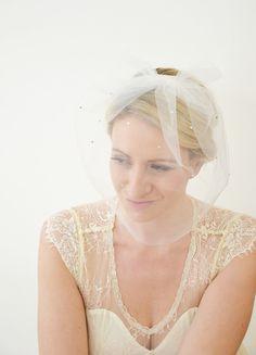 50er Jahre Brautschleier mit Strass und Schleife von Seven Heavens Design auf DaWanda.com