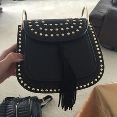 Steve Madden Handbag Originally $98, now selling for $80. Completely new and not used. This shoulder bag is great for both a casual or fancy look :) Steve Madden Bags Shoulder Bags