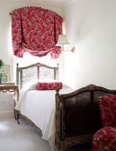 This pretty London blind with it's curved pleated heading is the focal point in this little bedroom.